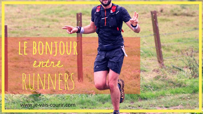 Salut entre runners dire bonjour pendant une sortie running